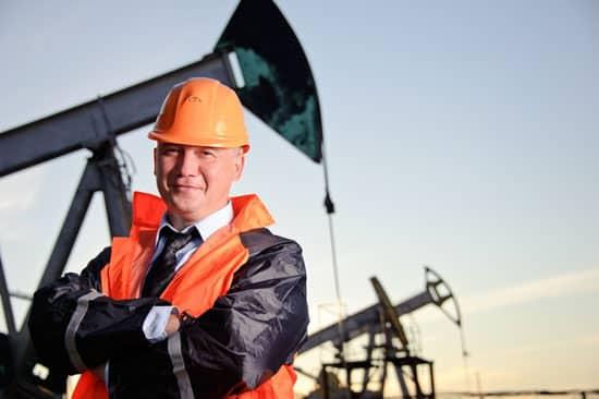 Oil translation, petro translations, Oil field, worker, oild drilling